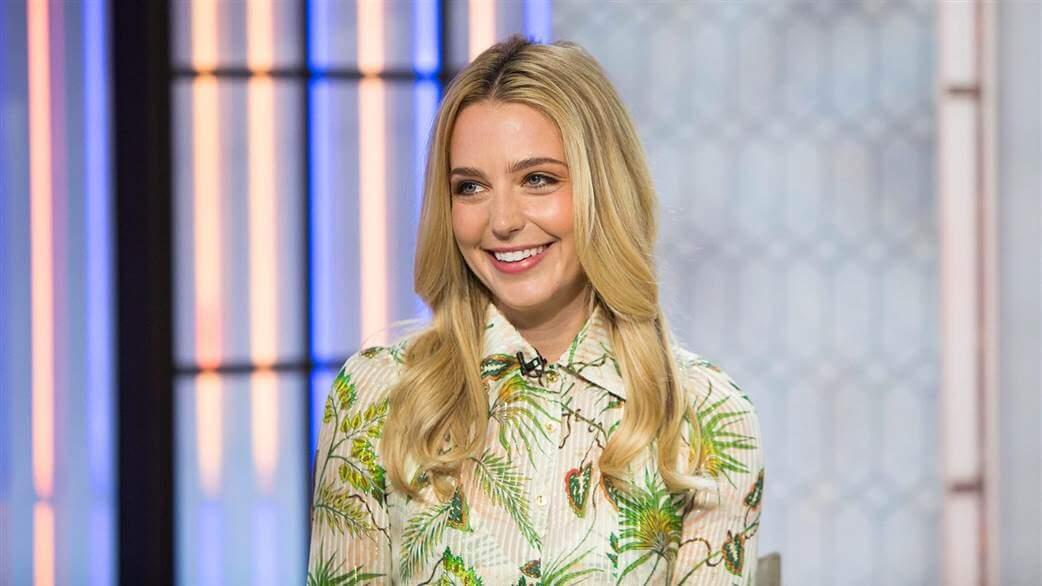 Jessica Rothe beautiful smile pictures (1)