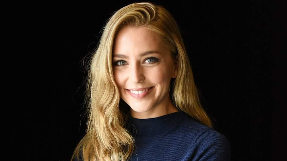 Jessica Rothe beautiful smile pictures (2)