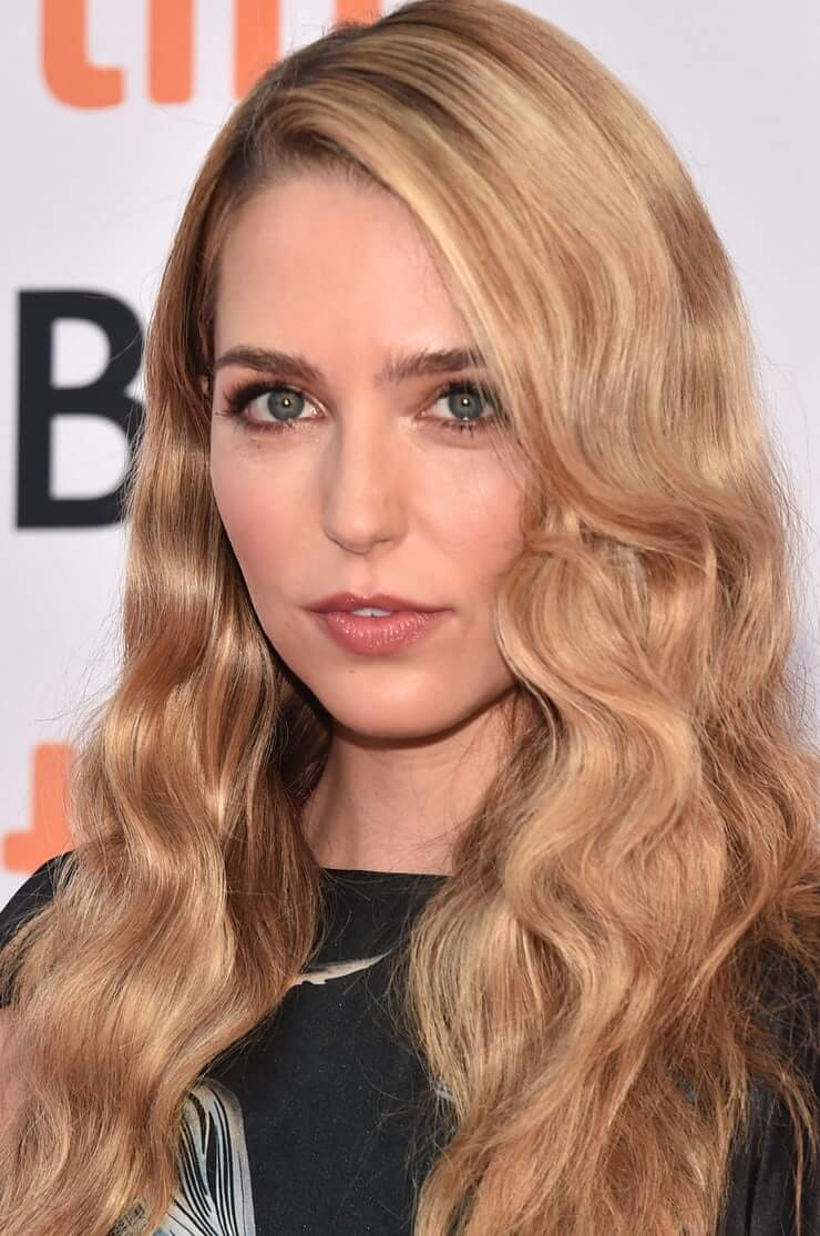Jessica Rothe hottest pictures (1)