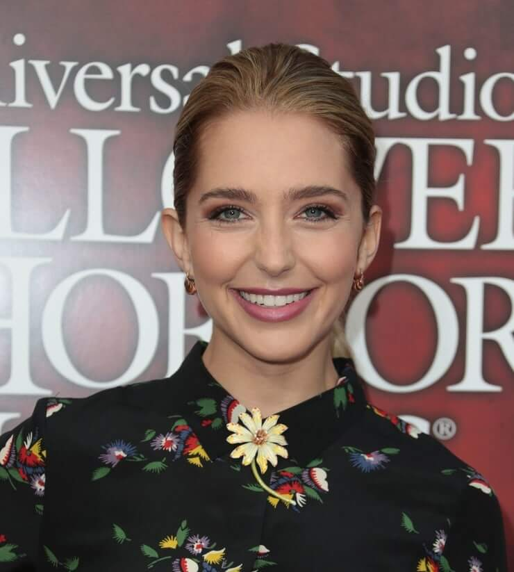 Jessica Rothe lovely smile (3)