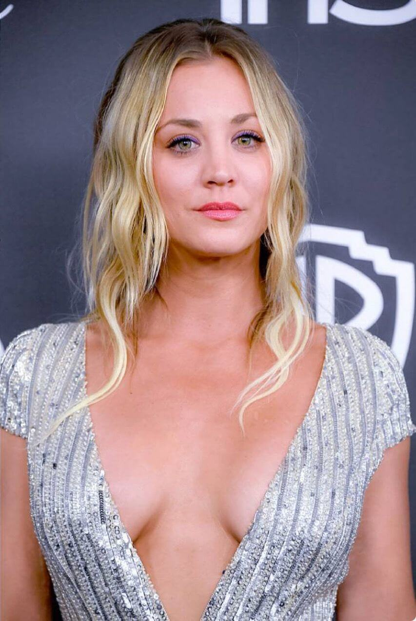 Kaley Cuoco hot cleavage pics