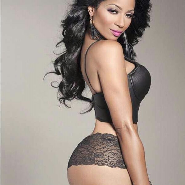 Karlie Redd side big boobs pose