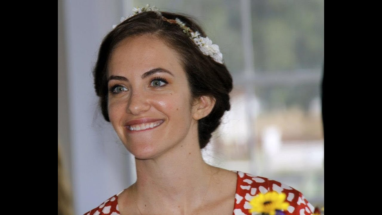 Kate Siegel awesome picture (2)