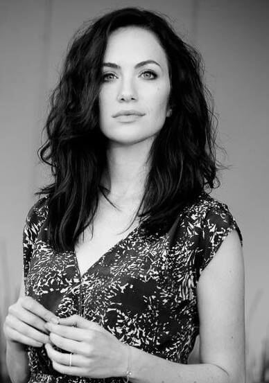 Kate Siegel hot side pic