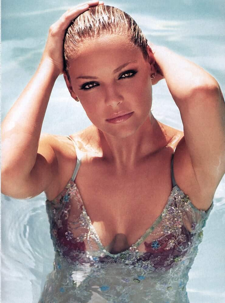 Katherine Heigl hot busty picture (2)