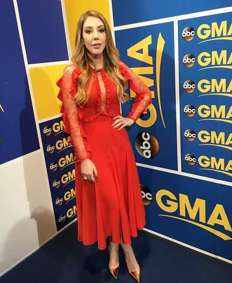 Katherine Ryan hot cleavage pictures