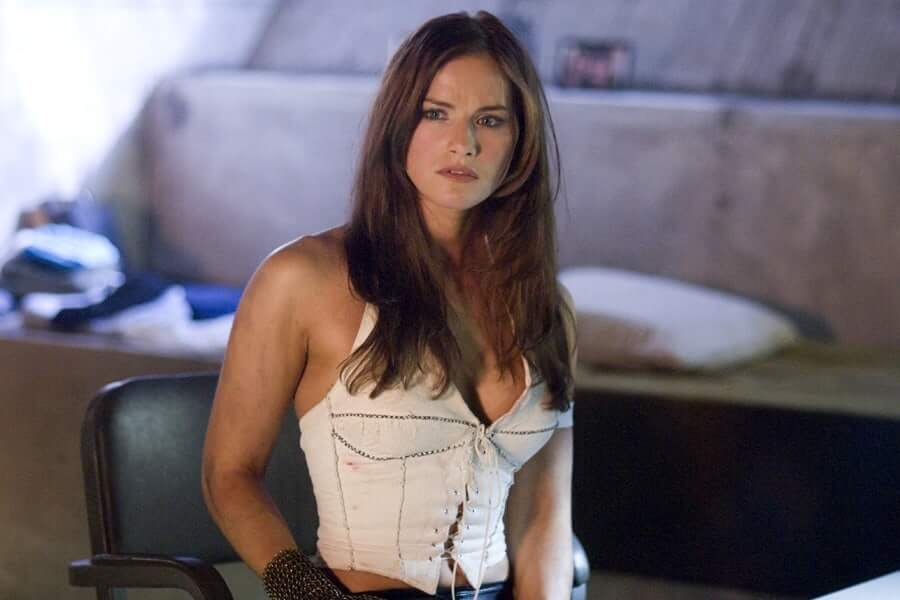 Kelly Overton sexy pictures (1)