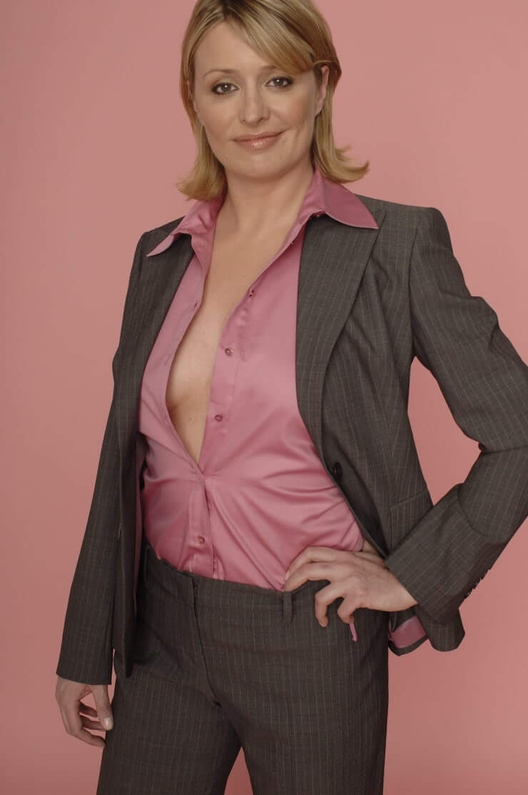Laurie Brett cleavage photo