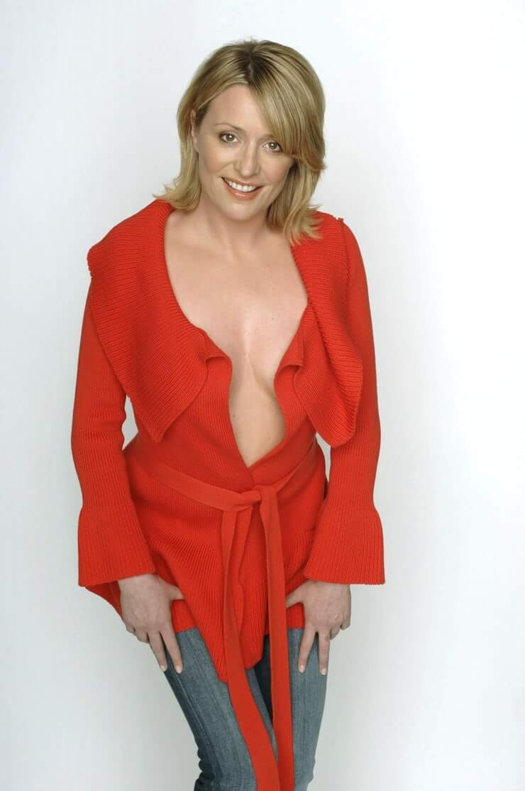 Laurie Brett hot cleavage pics