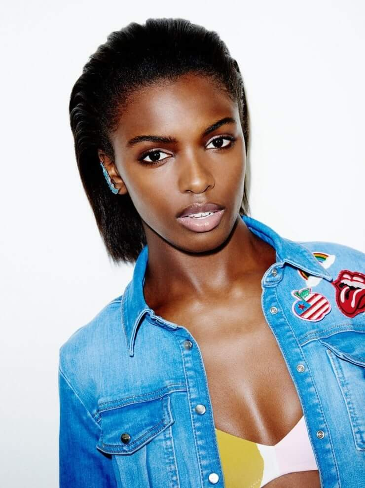 Leomie-Anderson-sexy-hot-boobs-cleavage-1