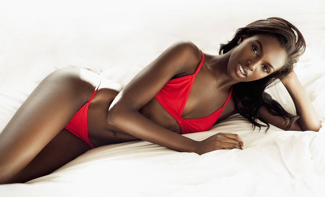 Leomie Anderson sexy hot boobs cleavages (3)