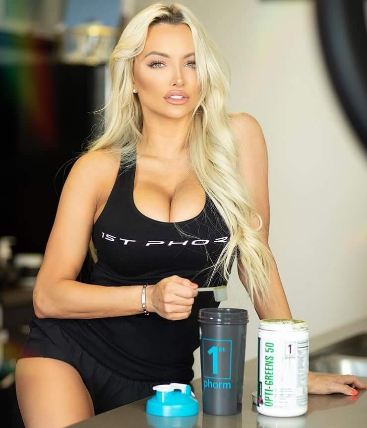 Lindsey Pelas sexy picture (2)