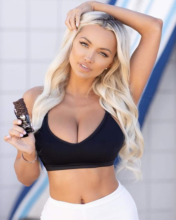 Lindsey Pelas sexy pictures (2)