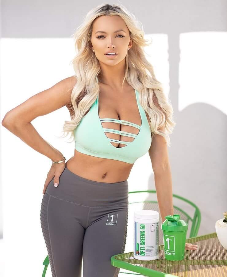 Lindsey Pelas sexy pictures (3)