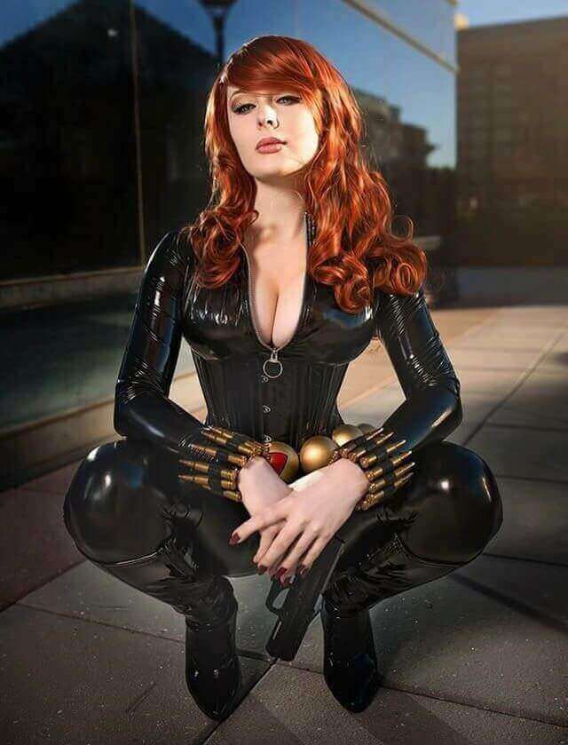 Natasha Romanoff hot cleavage picture