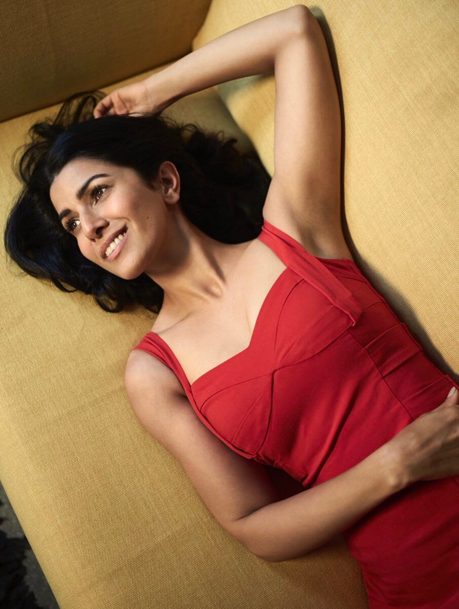 Nimrat Kaur sexy boobs cleavage (3)