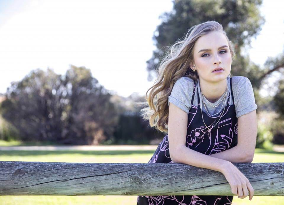 Olivia DeJonge awesome pictures (2)