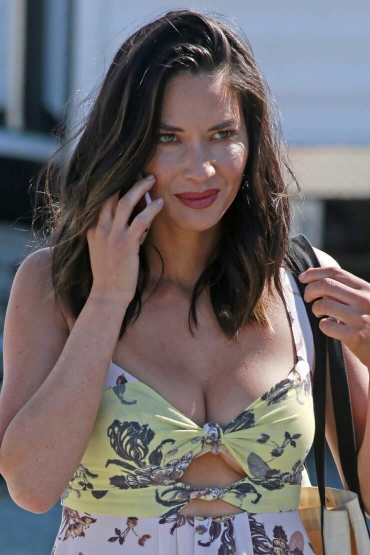 Olivia-Munn-big-boobs hot cleavage