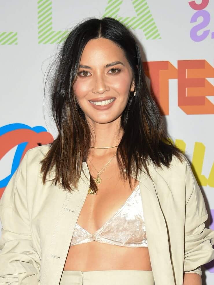 Olivia Munn big hot boobs cleavage photos (3)