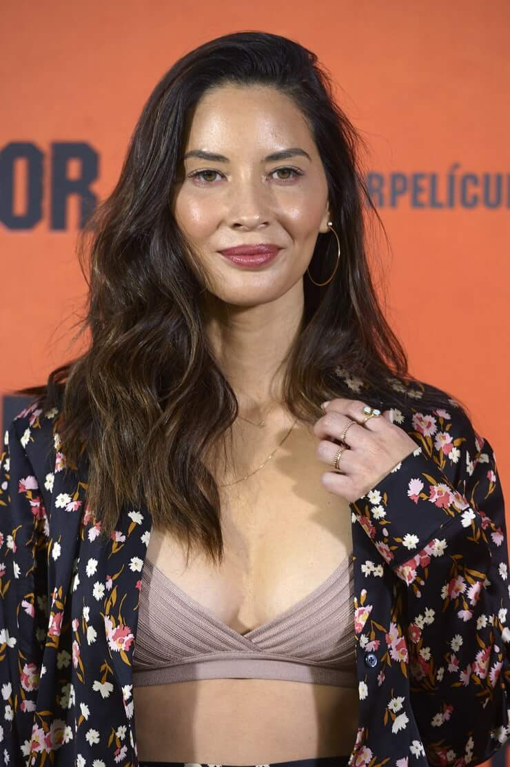 Olivia Munn sexy boobs pictures (2)