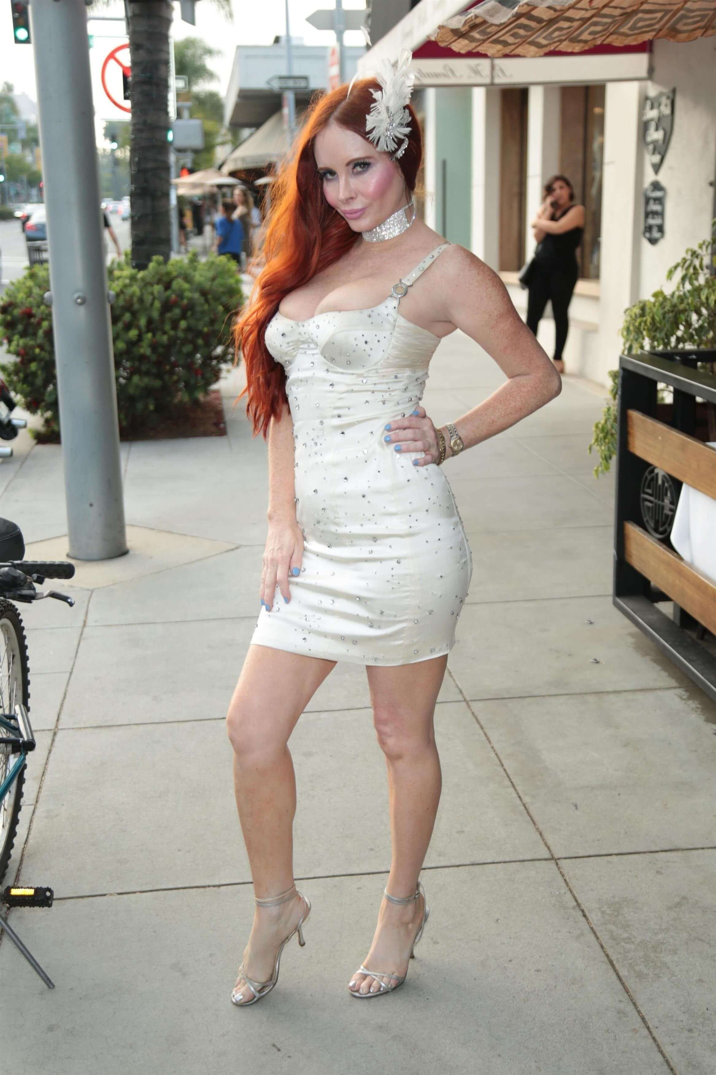 Phoebe Price hot busty pictures