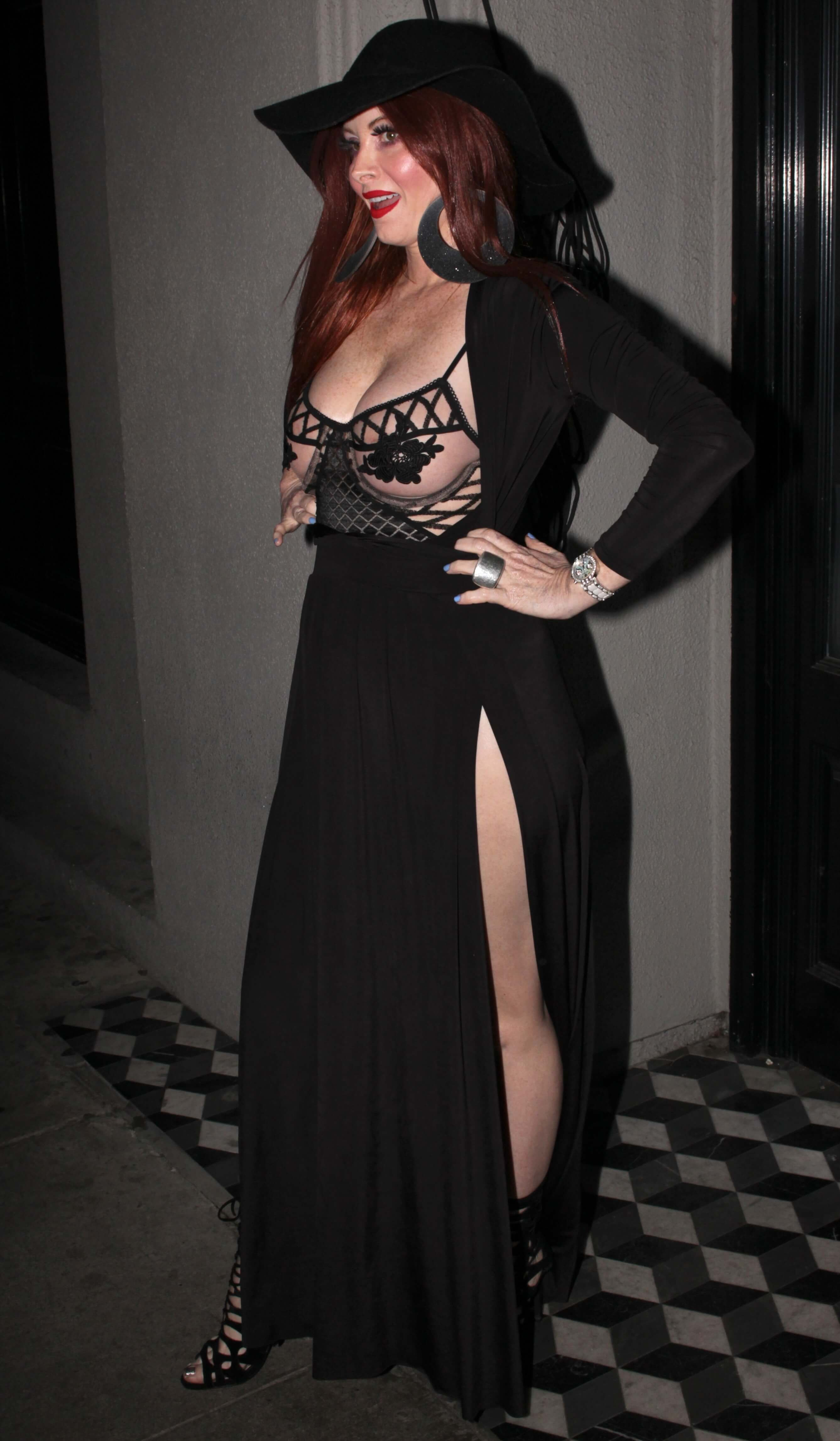 Phoebe Price sexy busty pictures