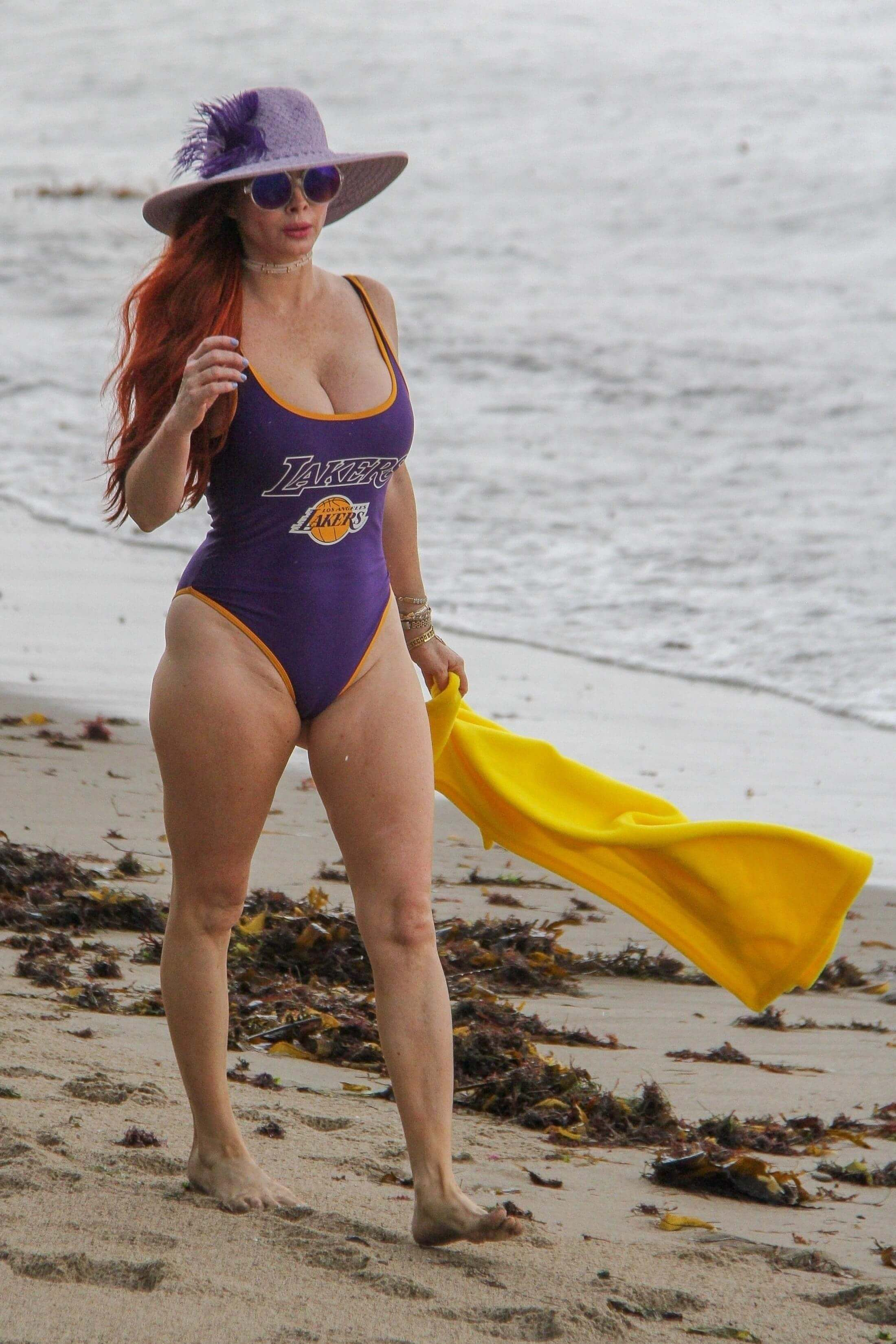 Phoebe Price sexy side pictures (2)
