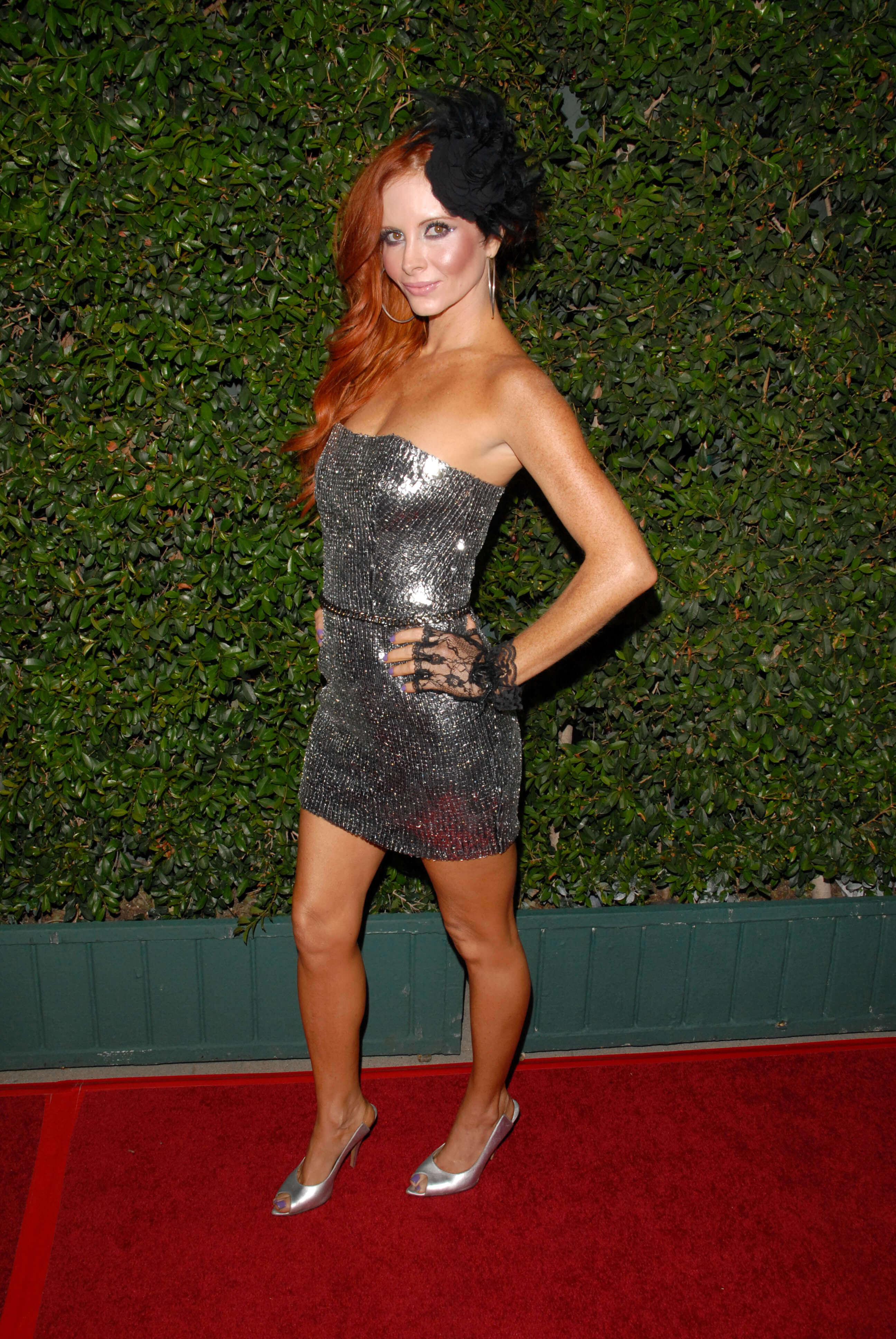 Phoebe Price sexy side pictures