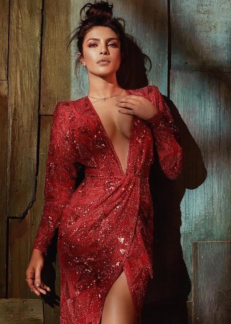 Priyanka Chopra hot cleavages pic