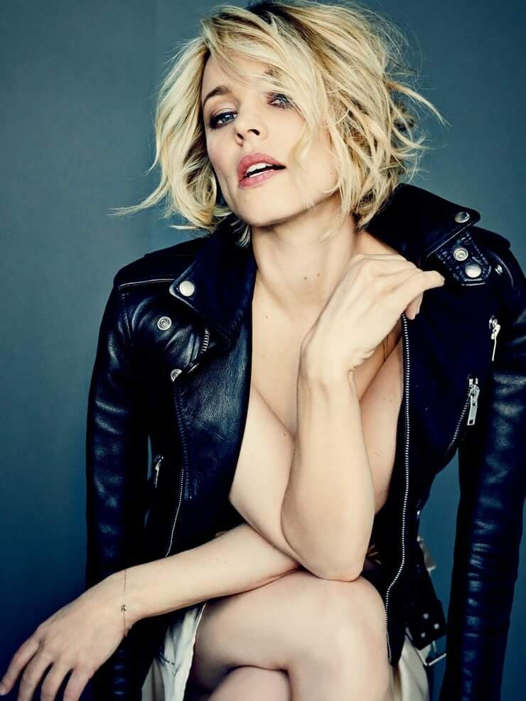 Rachel McAdams sexy cleavage pictures