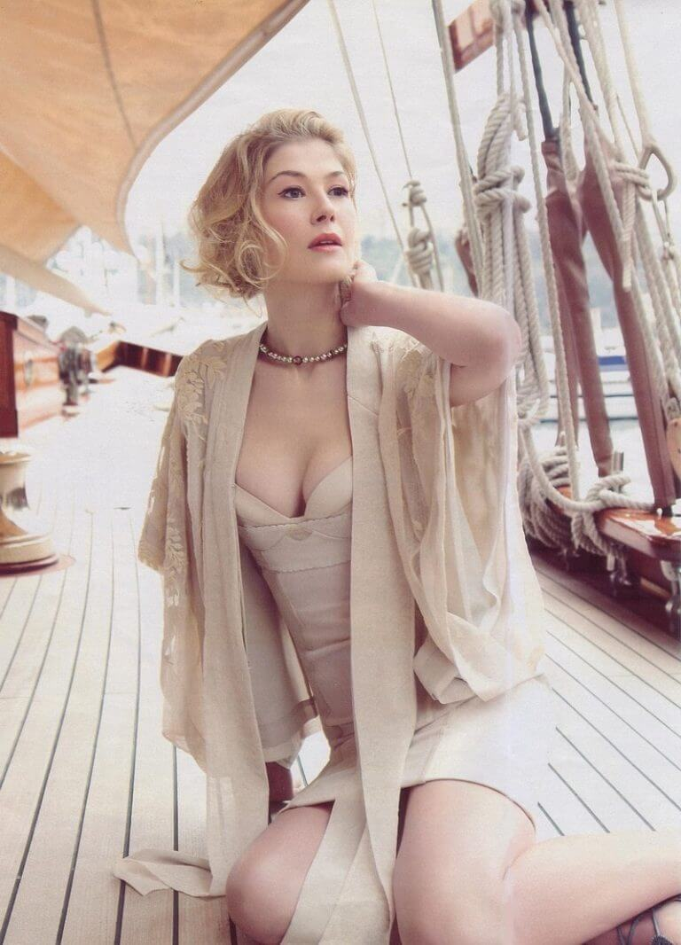 Rosamund-Pike-sexy-cleavage-pictures-768x1066