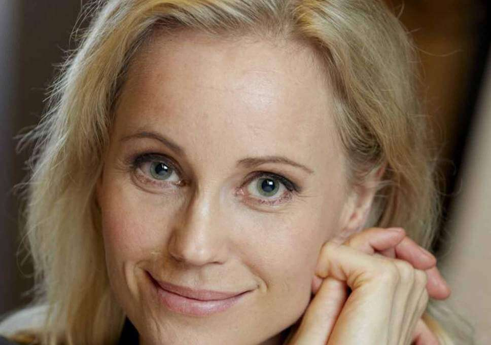 Sofia Helin sexy smile pictures