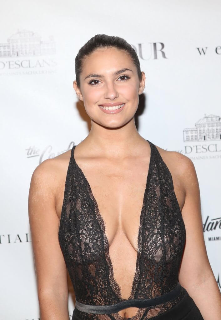 Tao Wickrath hot cleavages picture