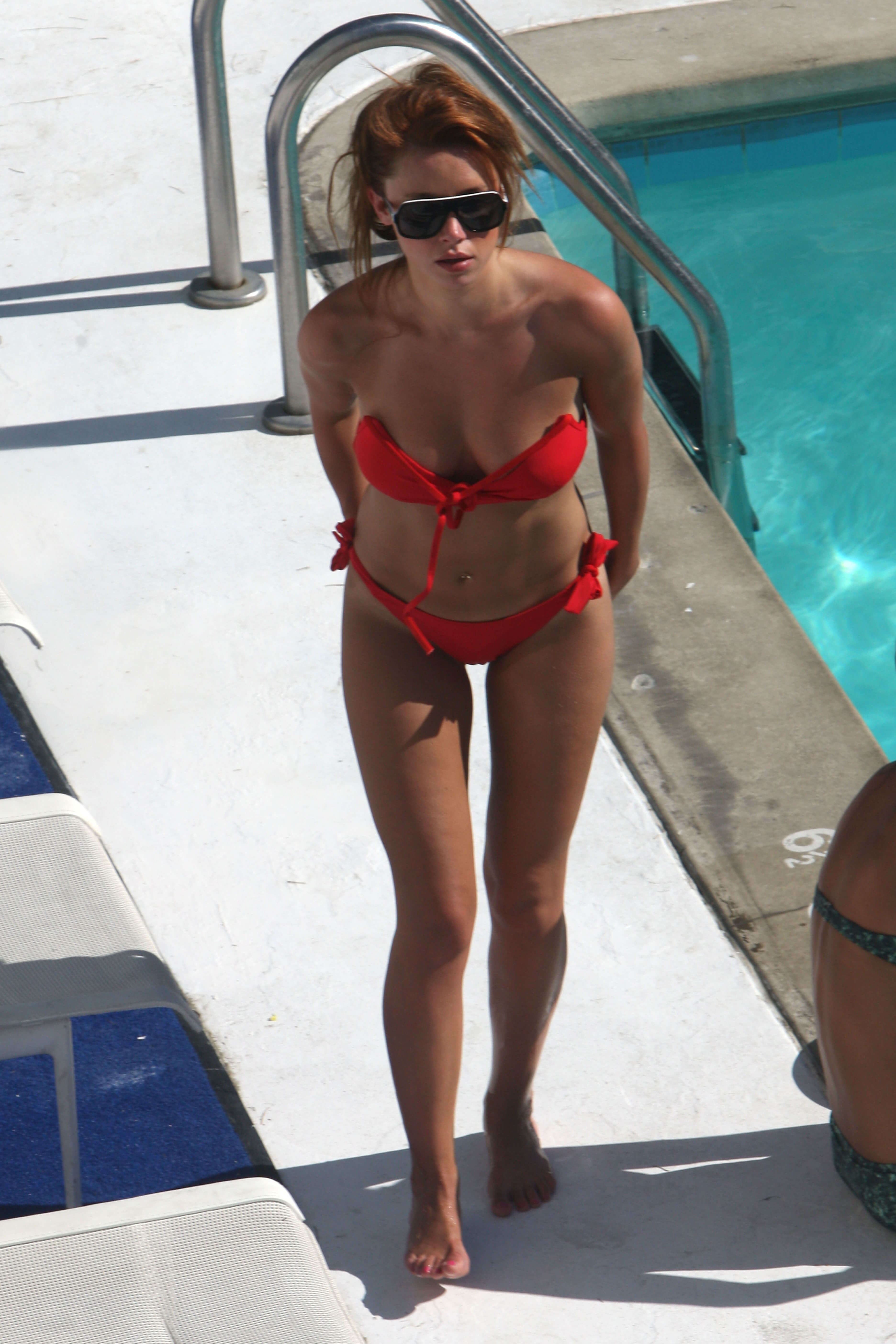 Una Healy hot busty picture