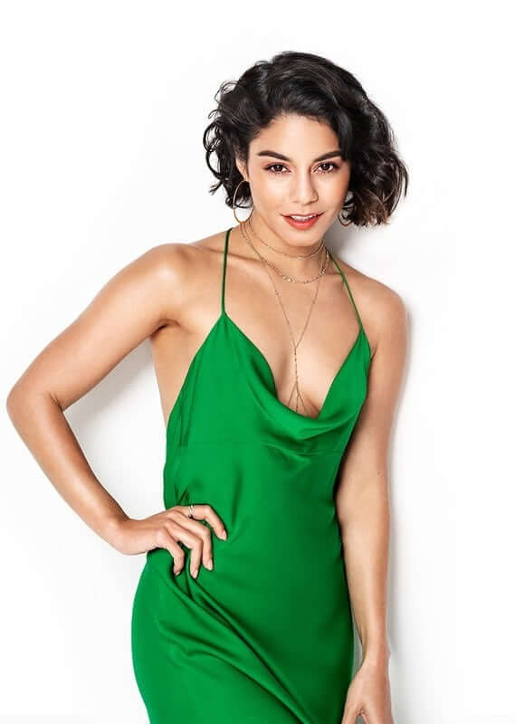 Vanessa Hudgens hot cleavage picture