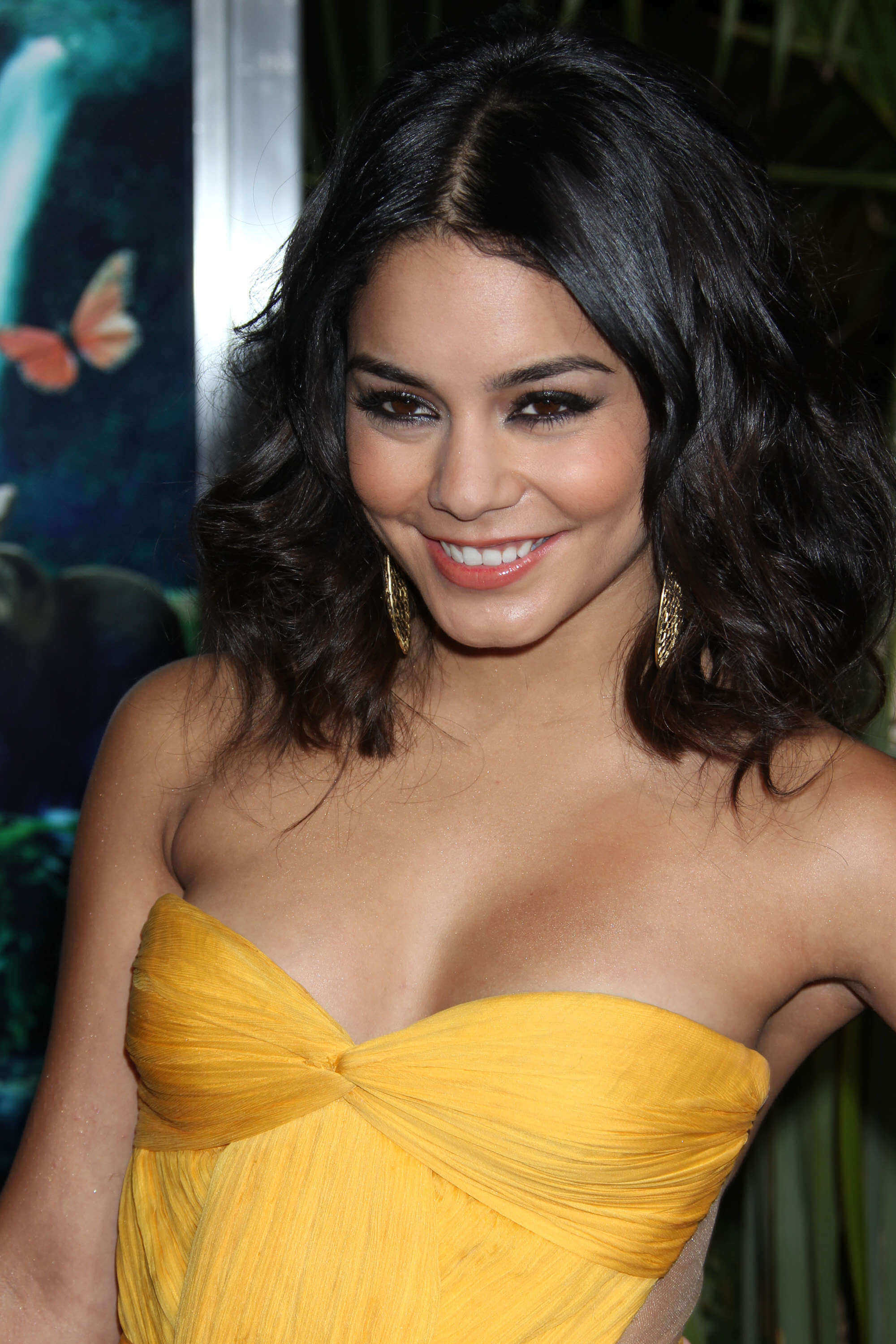 Vanessa Hudgens hot photo