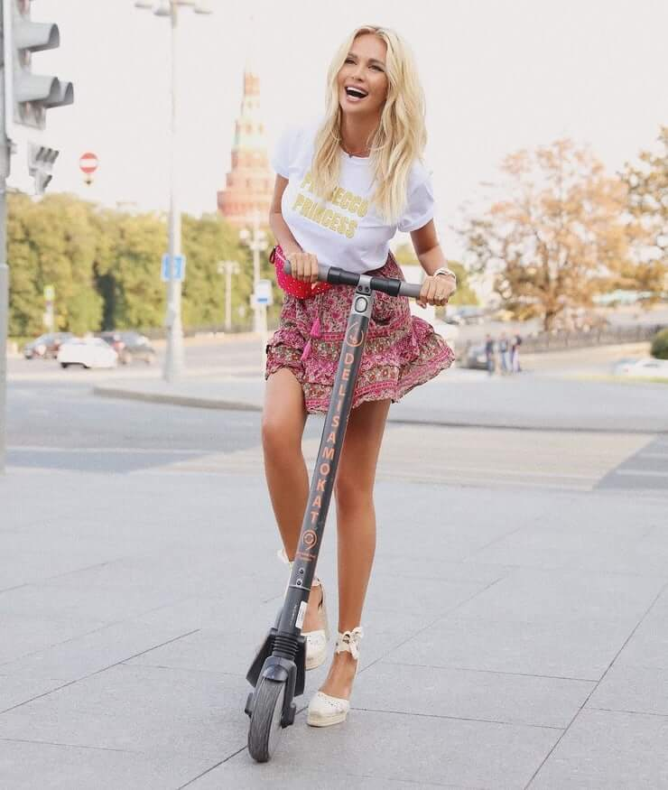 Victoria Lopyreva killer smile photos (1)