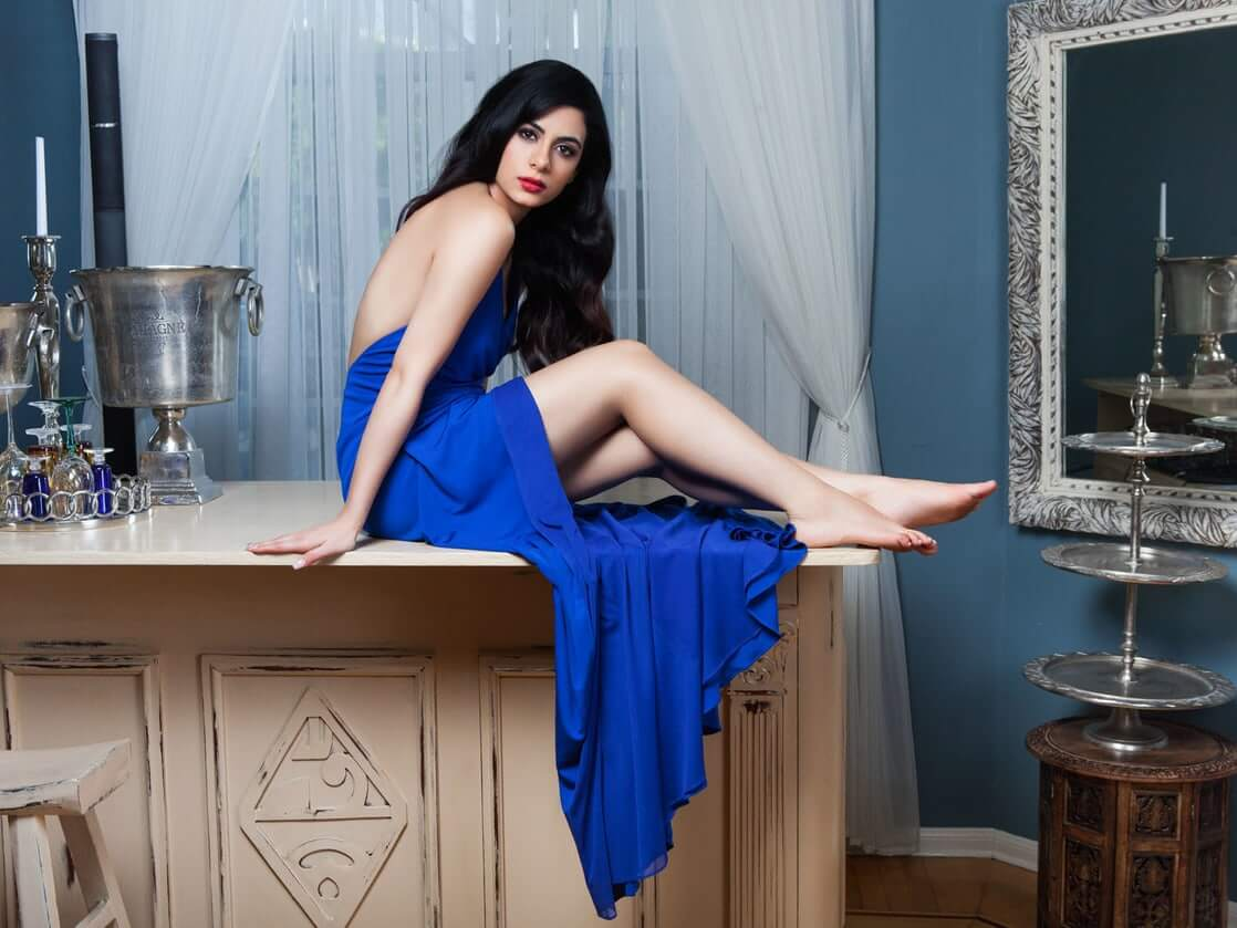 emeraude toubia bare feet pics
