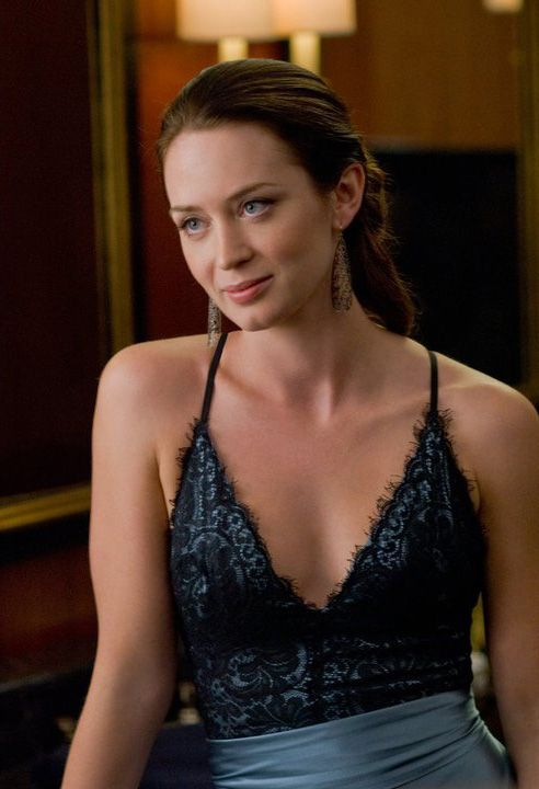emily blunt cleavage pic