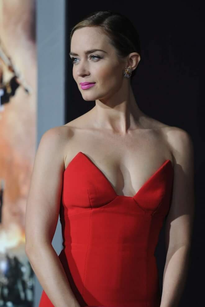 emily blunt sexy cleavage