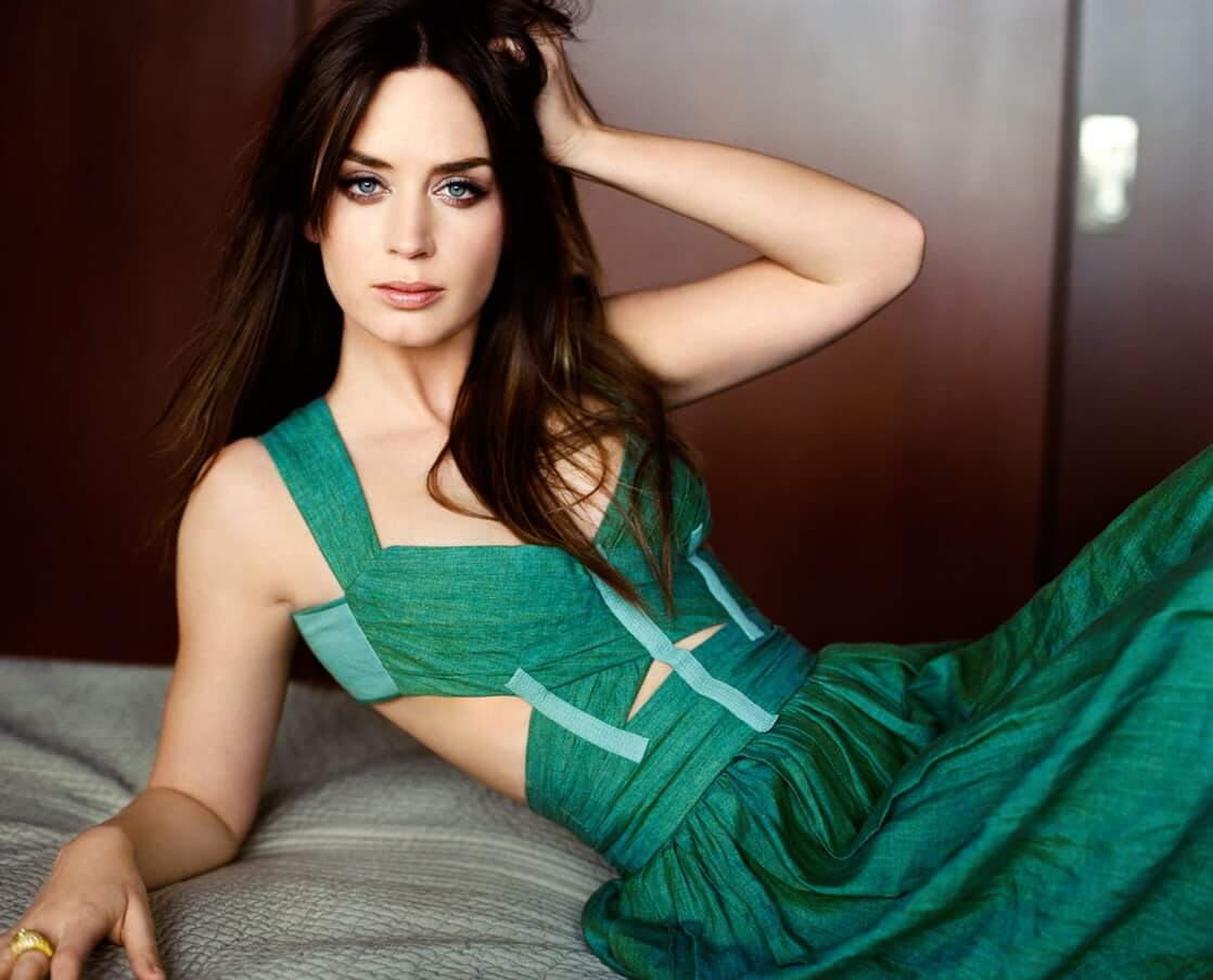 emily blunt sexy green dress