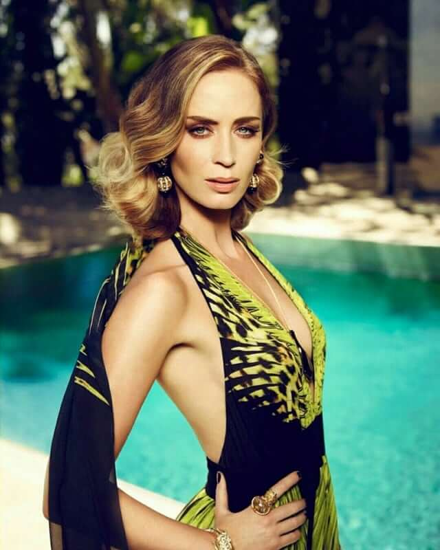 emily blunt sexy side look (2)