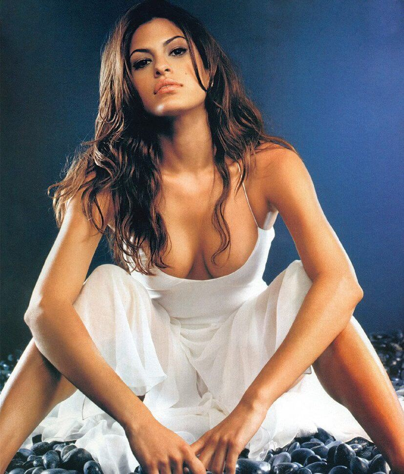 eva mendes sexy cleavage pic