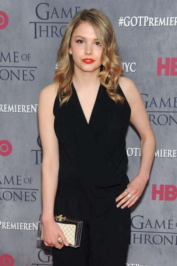 hannah murray sexy black dress pic (2)