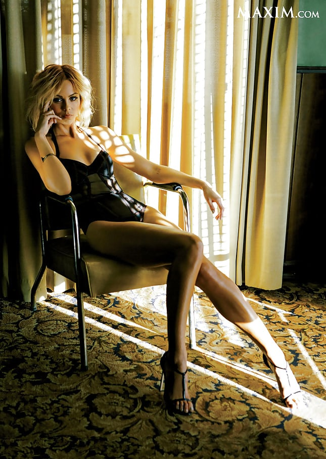 laura vandervoort awesome pic