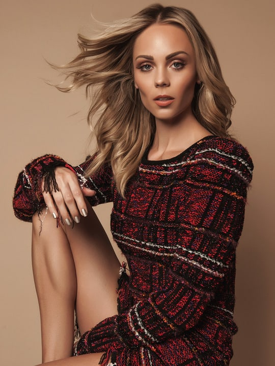 laura vandervoort awesome thighs