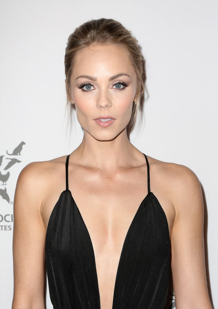 laura vandervoort black sexy dress