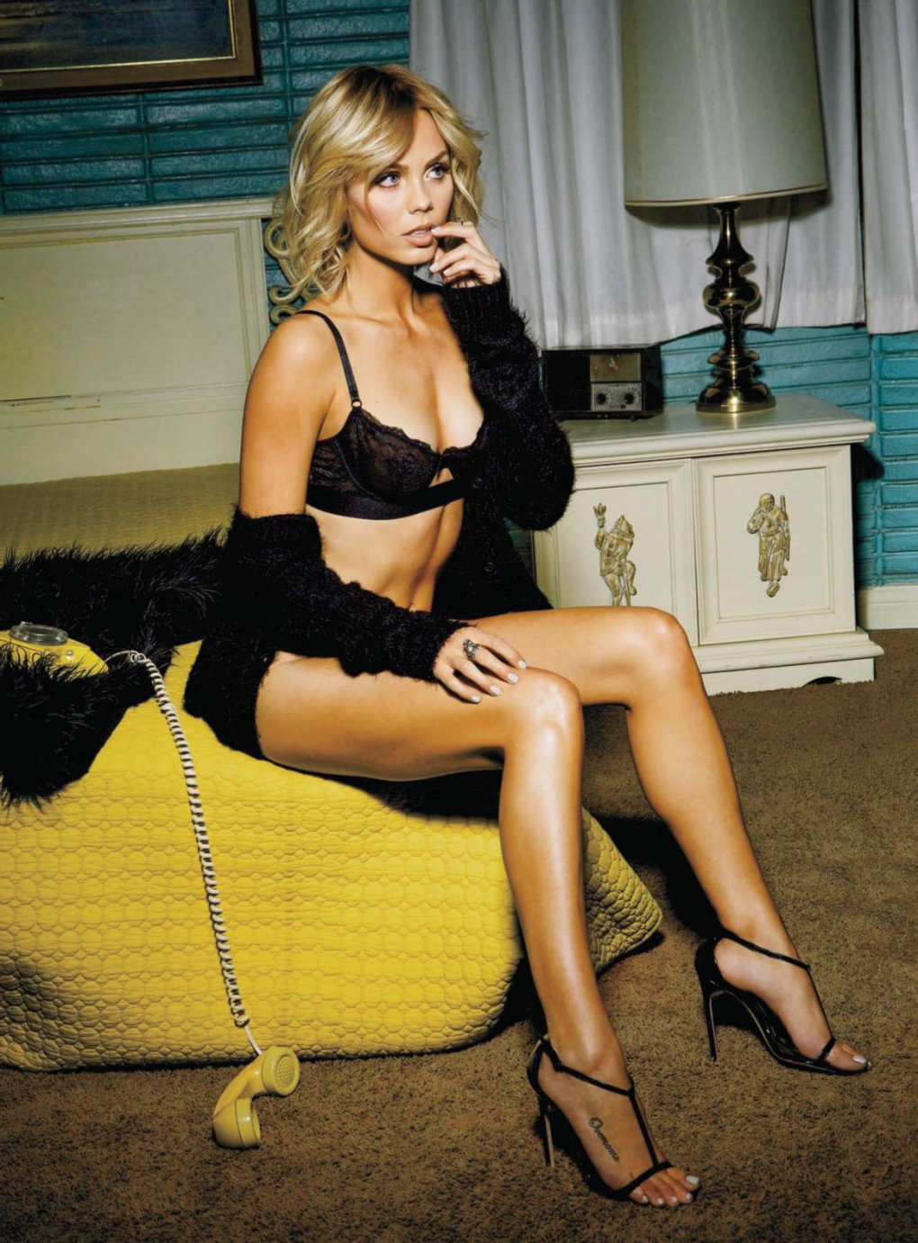 laura vandervoort feet hot