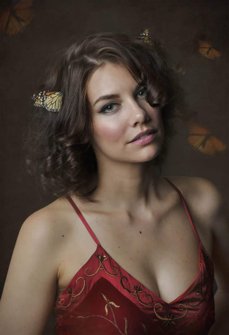 lauren cohan cleavage (2)