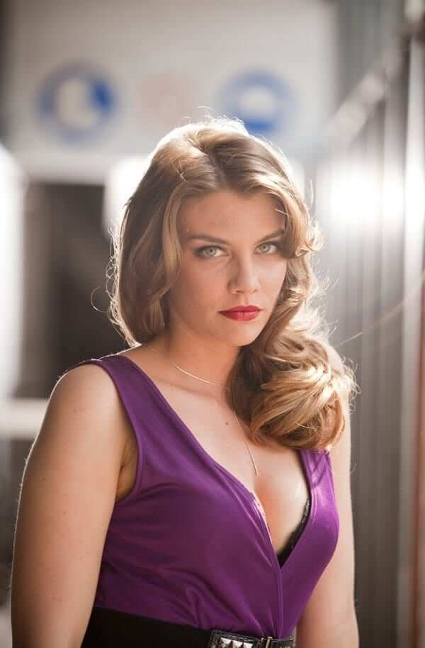 lauren cohan cleavage